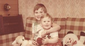 Koit (vasakul) on rõõmus, et tal oli väga õnnelik lapsepõlvfoto erakogu