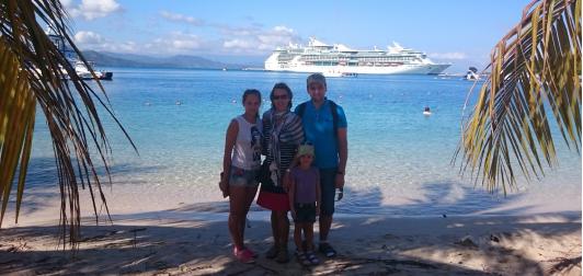 Koos abikaasa ja lastega 2014/15 aastavahetuse paiku reisimas. foto erakogu