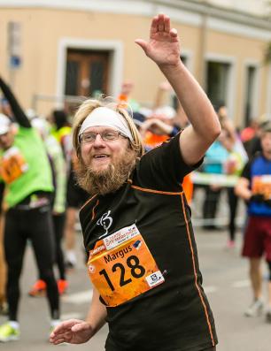Rõõmsalt 2014. aastal Tartu Linnamaratonil foto Sportfoto.com