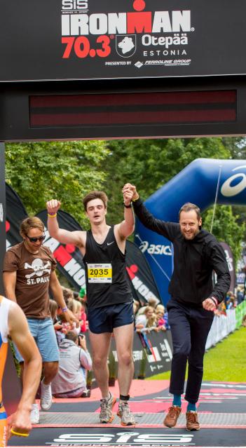 Vikerraadio meeskond on finišis foto Kayvo Kroon/Sportfoto.com