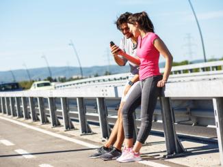 Salomon Running rakendusest on abi võõras linnas spordiradade leidmisel. Foto PointImages/Shutterstock.com