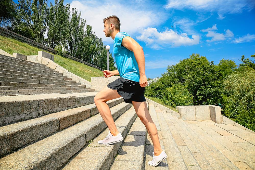 Rakendus juhatab erinevatele treppidele ja nii muutub treening vaheldusrikkamaks. Foto Africa Studio/ Shutterstock.com