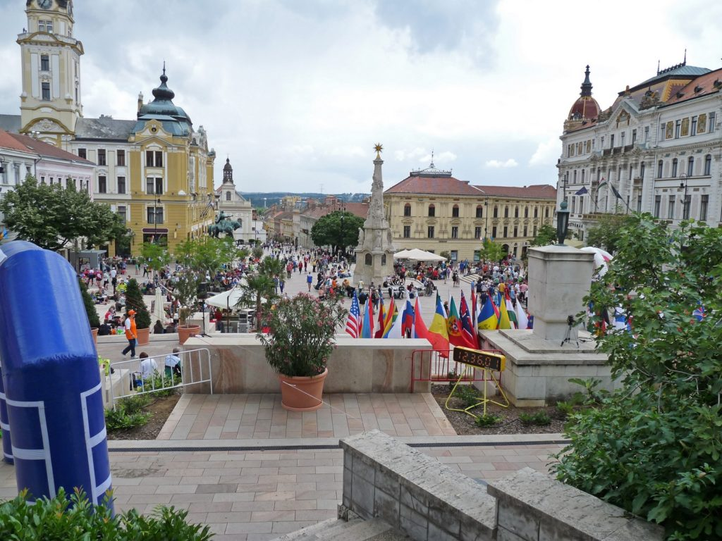 Sprindivõistlused toimuvad enamasti linnamaastikel Pecs'i keskvaljak, Ungari.