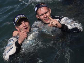 Martin ja Ott Sardiinia ralli võitu tähistamas.