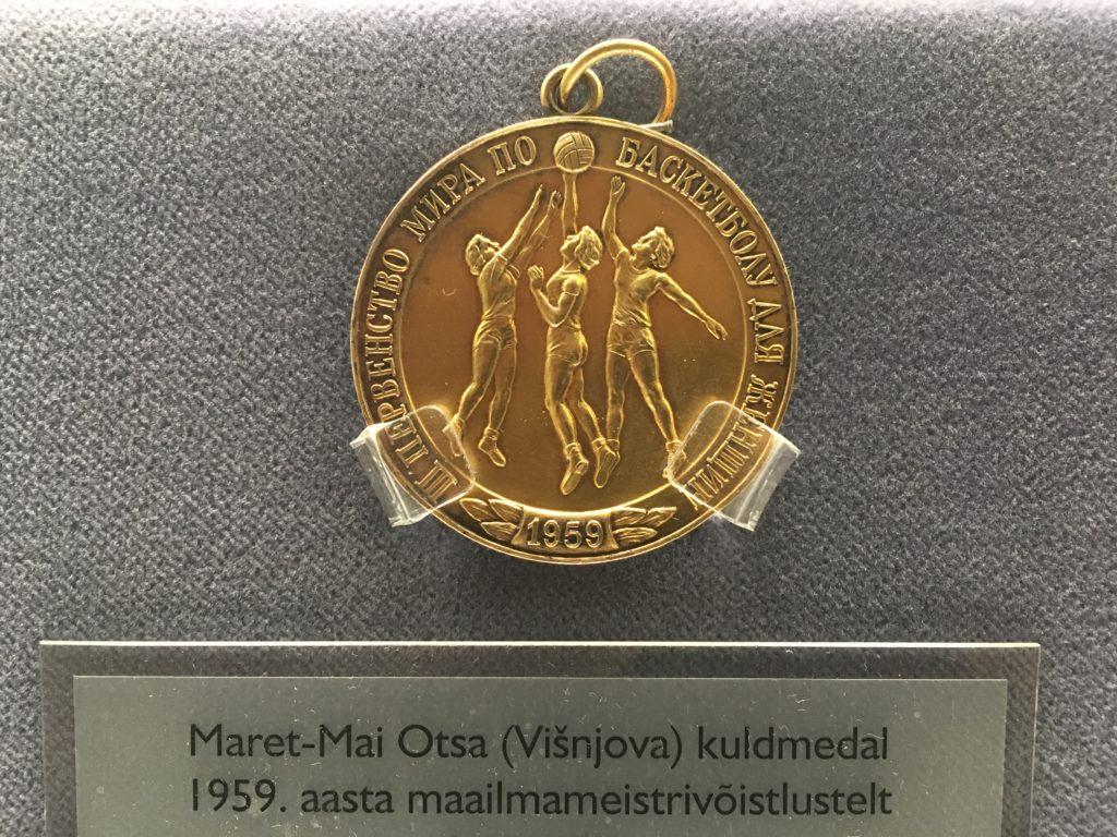 Maailmameistrivõistluste kuldmedal (1959) Eesti spordi- ja olümpiamuuseumi näitusel