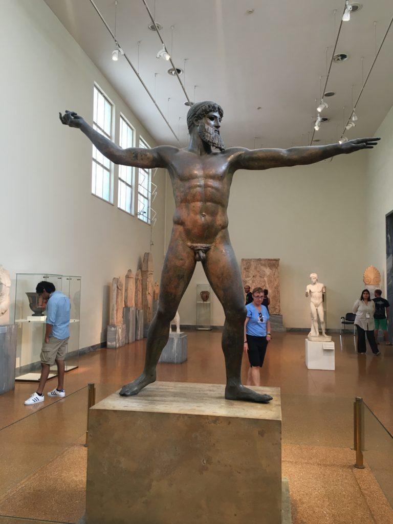 Vanas Kreekas kujutati sportlaseid tihti jumalatena. See näitab, kui olulised olid sport ja olümpia antiikses Kreekas