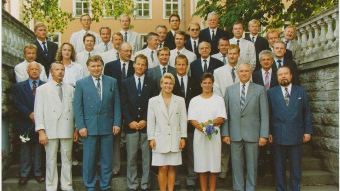 Barcelona 1992. aasta suveolümpiamängudel võistelnud Eesti sportlased riigijuhtide vastuvõtul Kadrioru lossipargis.