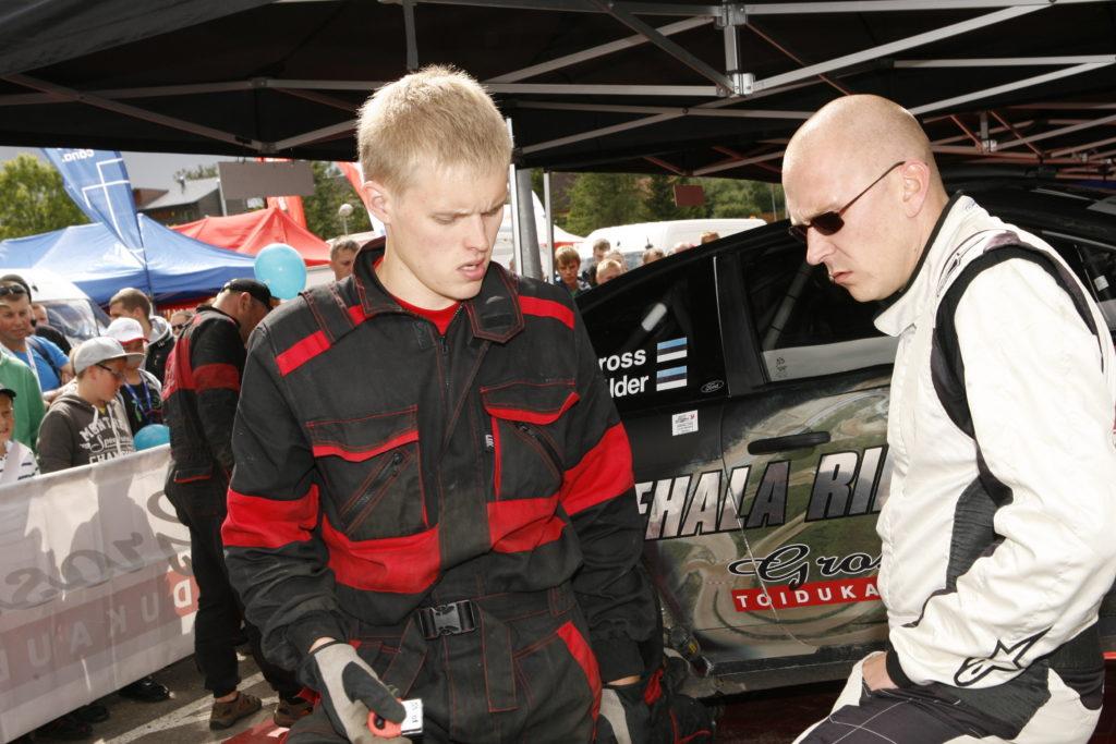 Tänak Grossi auto mehaanik aastal 2013 Rally Estonial