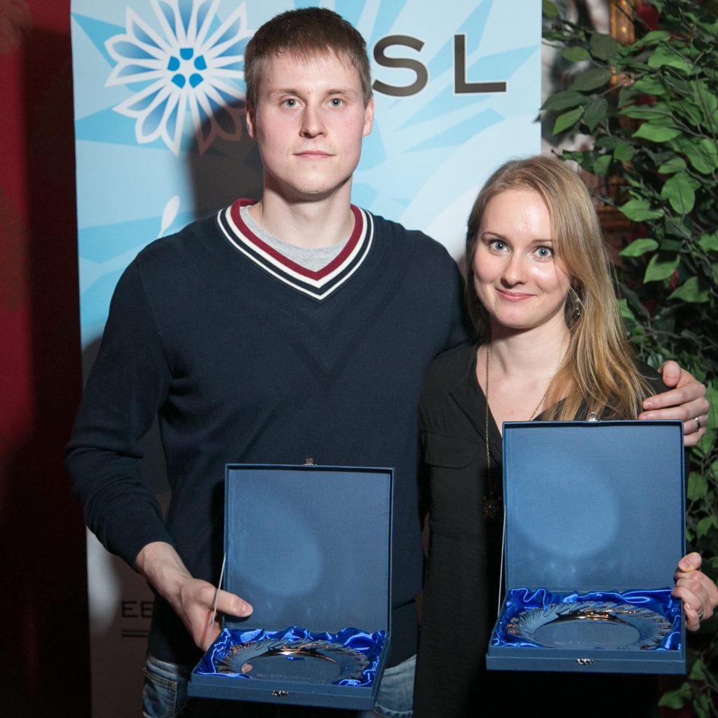 Laura ja Kristjan võtmas vastu 2015. aasta parima segapaari auhinda Eesti Sulgpalliliidu aastaauhindade jagamisel.