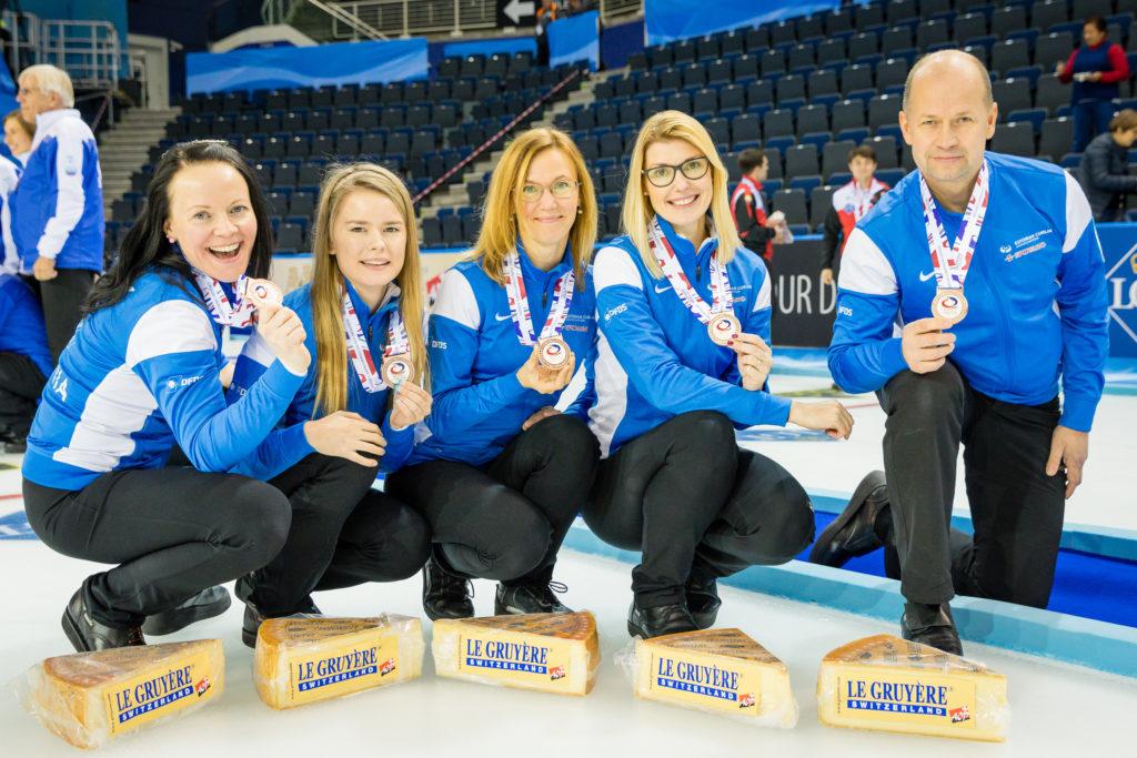 Team Mölder Glasgows toimunud EM-il 2016 (B-grupp): Vasakult Lembe Marley, Triin Madisson, Kristiine Lill, Maile Mölder ja treener Erkki Lill. Foto erakogu