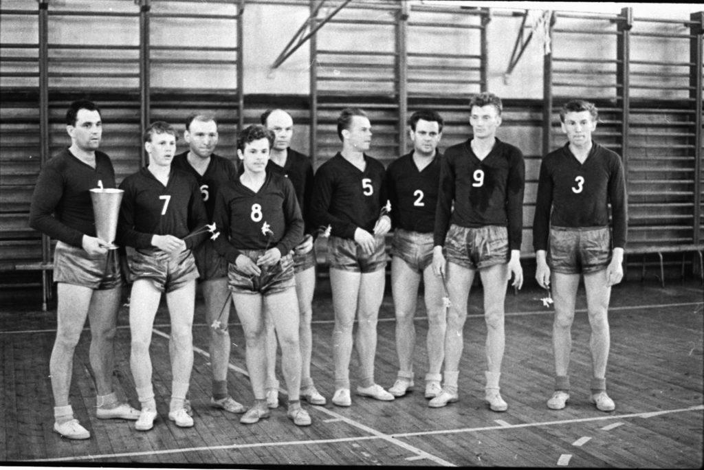 1965. aasta Eesti karikavõitjad, paremalt esimene tuntud kergejõustiklane Toomas Berendsen, tema kõrval Nõukogude Liidu koondisesse jõudnud Peet Raig.