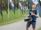 IRONMAN Tallinna tiimis Tallinna Maratoni raja ääres ergutamas