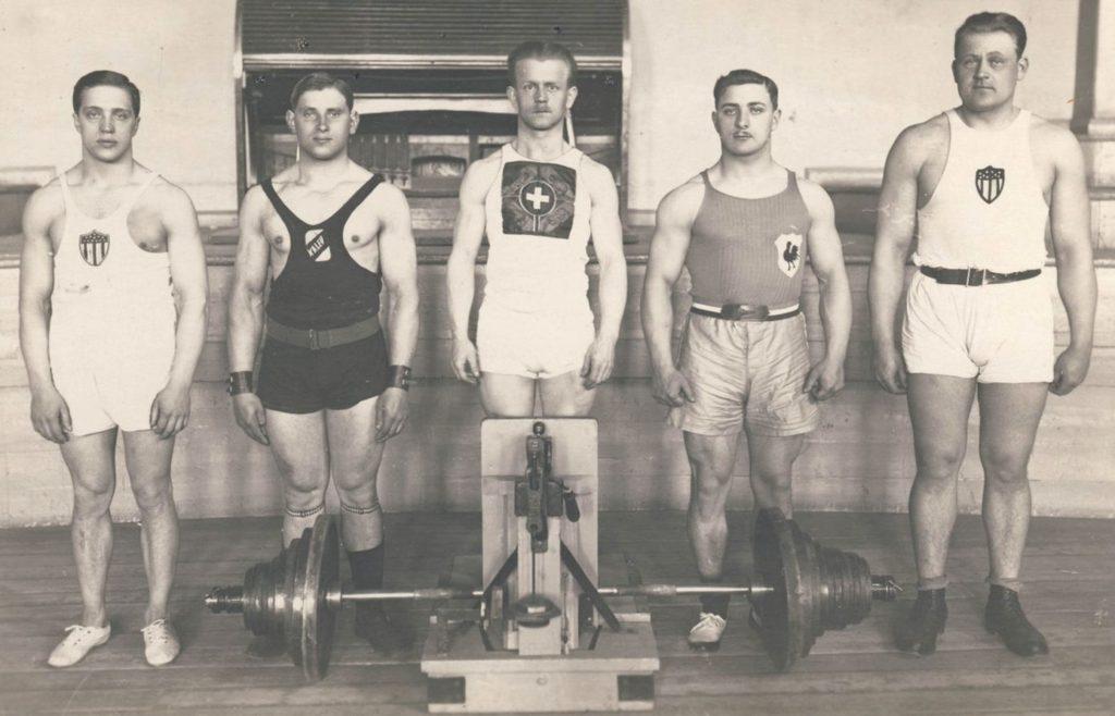 1922. aasta tõstmise maailmameistrid, Alfred Neuland vasakult esimene