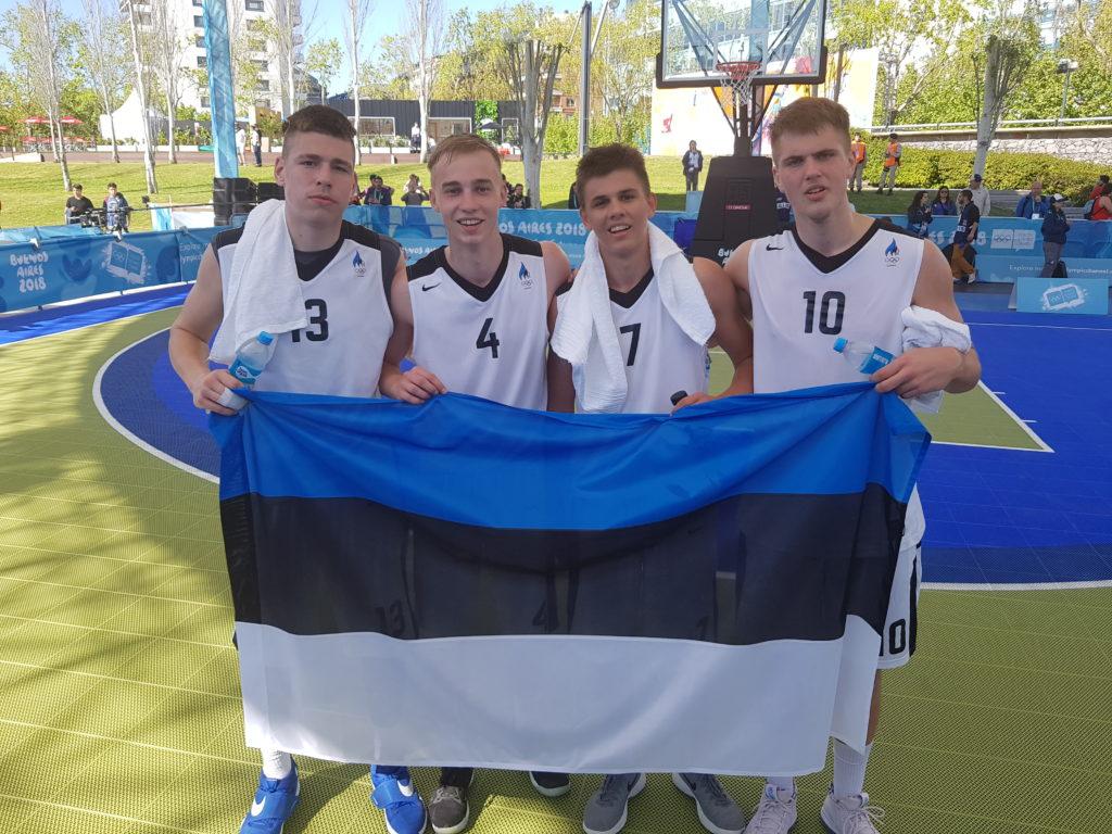 Eesti esindus noorte olümpiamängudel. Arthur-Herman paremal.