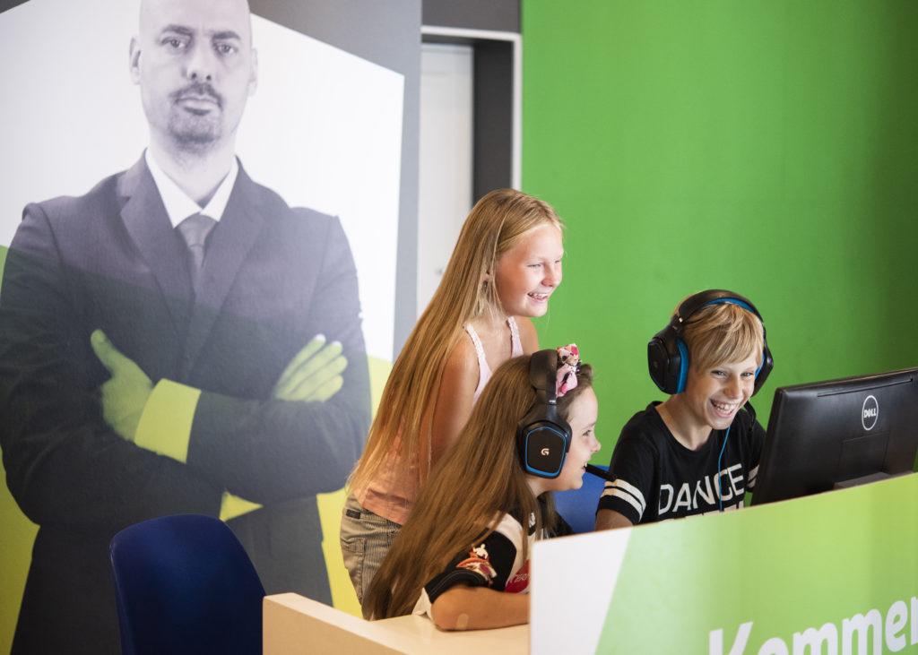 Noored mängu kommenteerimas. Foto Spordimuuseum