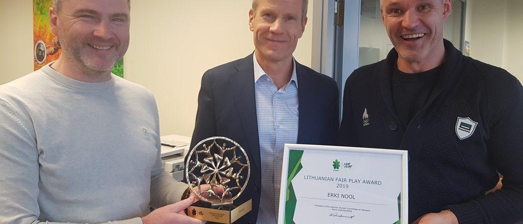 Erki Nool sai tunnustusest teada Eesti Olümpiakomitee kontoris, kui oli tulnud EOK tippspordikomisjoni koosolekule. Fotode autor: EOK