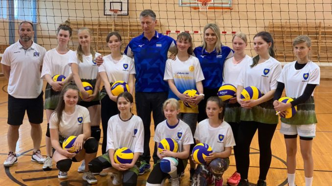 Iisaku võrkpallitüdrukud, Andrei Ojamets, Julija Mõnnakmäe ja Jaanus Liivak