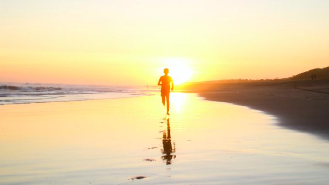 jooksja rannas